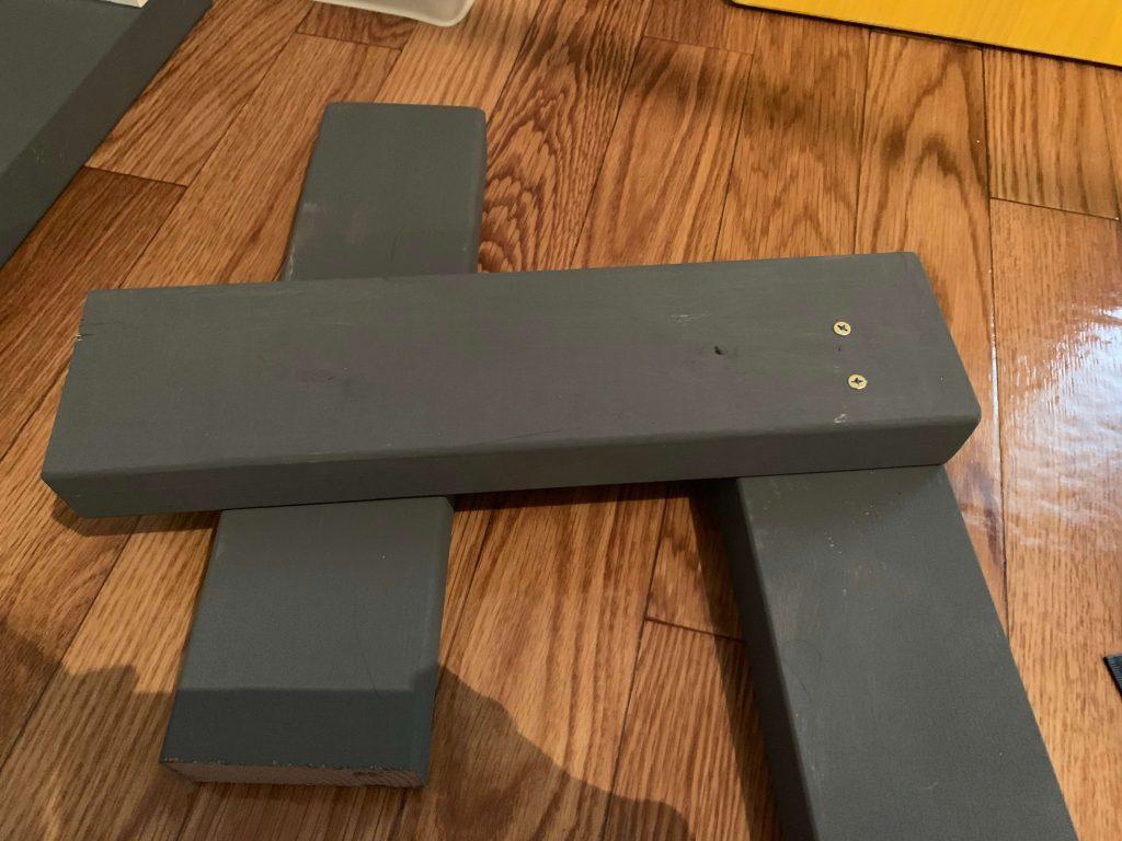 スリムビスで2×4材をしっかりと固定します。