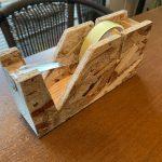 【端材でDIY】自作の木製テープカッターがオシャレで満足度の高い一品に仕上がりました。