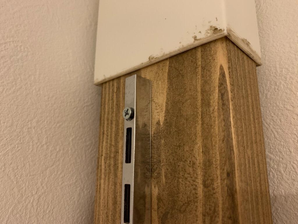 棚柱取り付け時は一番上からやってあげると調整しやすいですよ。